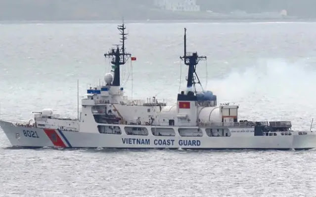 How strong is the American ship CSB 8021 transferred to Vietnam?