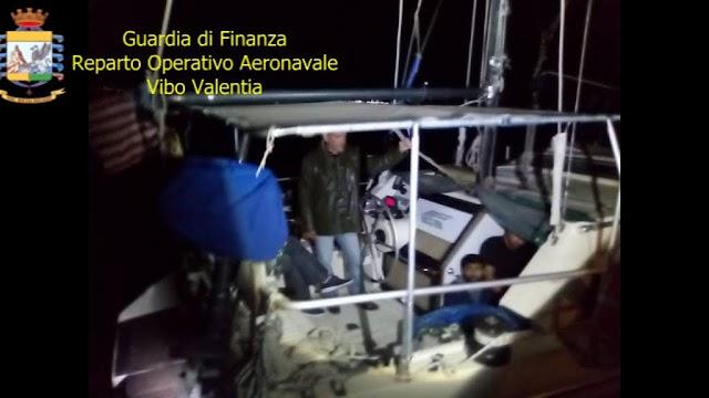 CROTONE. Sbarcati 59 migranti: la finanza ferma 2 scafisti