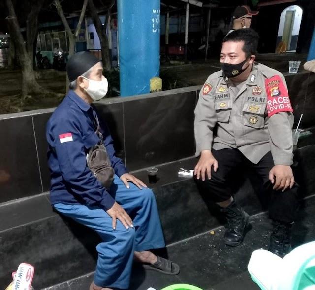 Polsek Kp Merak Polres Cilegon Polda Banten Ajak Masyarakat di Pelabuhan Patuhi Prokes | PikiranSaja.com