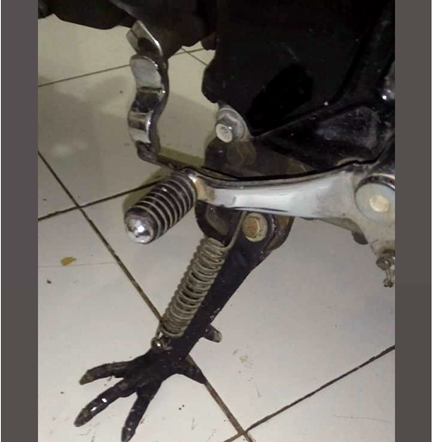 Uniknya Ketika Standar Samping Motor Bermodel Ceker Ayam