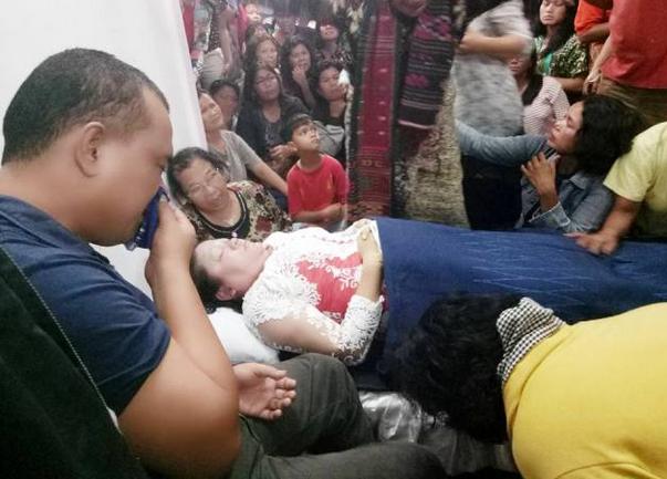 enazah korban saat disemayamkan di rumah duka. (foto : Facebook)
