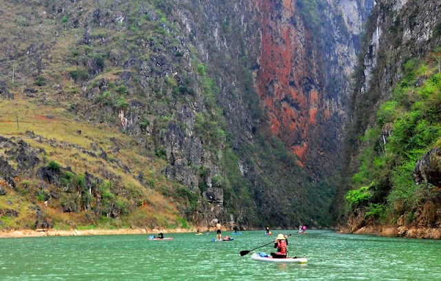 Boating on the Nho Que River - Tu San Gorge 1