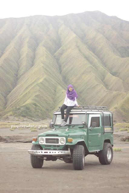 Padang pasir widodaren merupakan salah satu spot berfoto terbaik di bromo