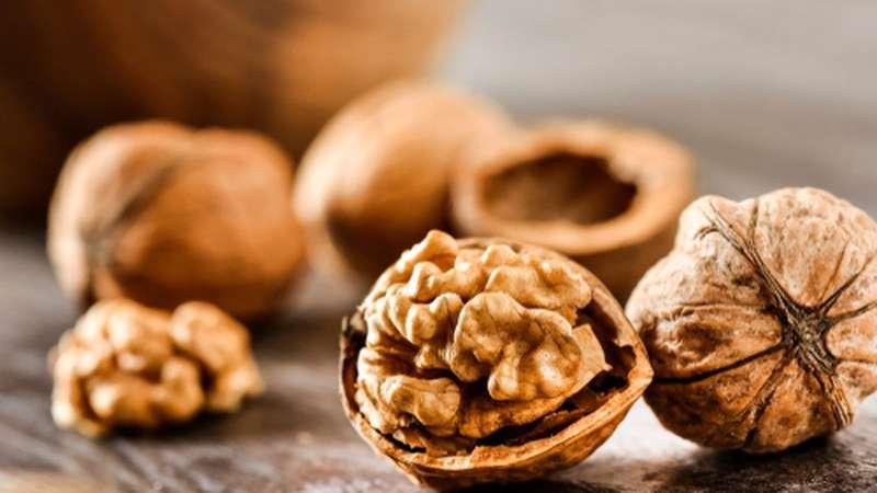 Obtenha magnésio naturalmente comendo nozes e sementes