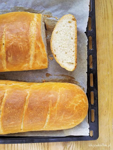 Chrupiący chleb pszenny na drożdżach suchych lub świeżych bez formy, przepis