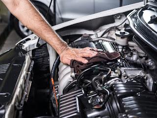 فوائد تنظيف محرك السيارة من الداخل