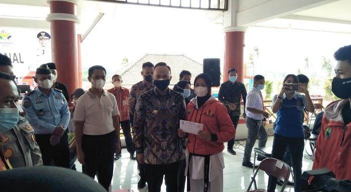 Lepas Atlet PON XX, Pandu Kesuma Dewangsa : Saya Turut Bangga Atlet Lamsel Bisa Ikut PON di Papua