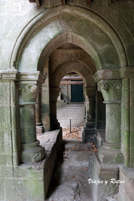 Base de la torre de Santa Cristina de Ribas de Sil