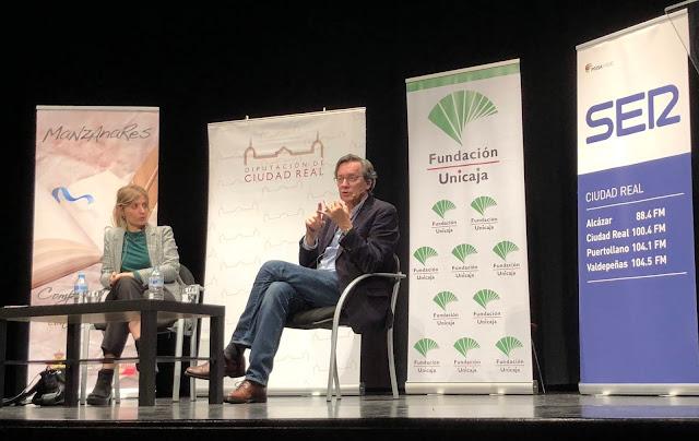 Máriam Martínez-Bascuñán y Fernando Vallespín durante su conferencia en la Escuela de Ciudadanía de Manzanares