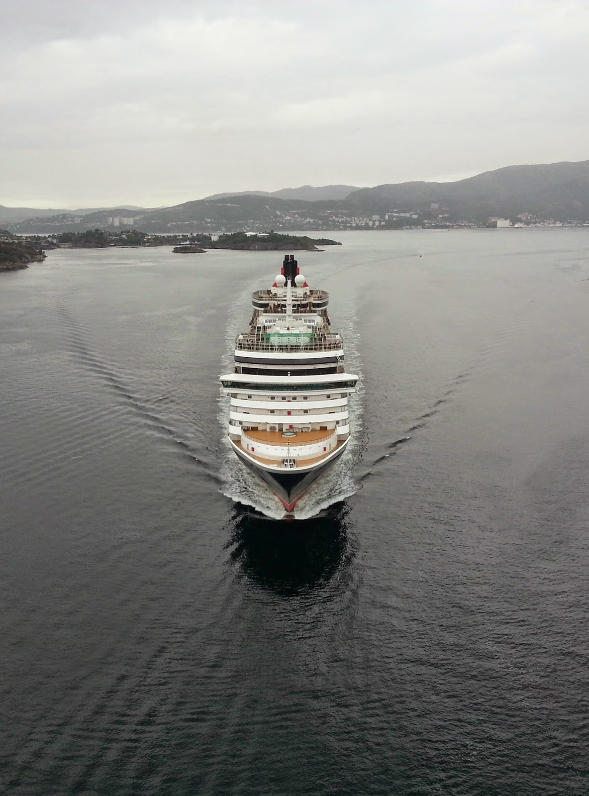 Cruise Ship Queen Victoria, Askøy Bridge, Bergen