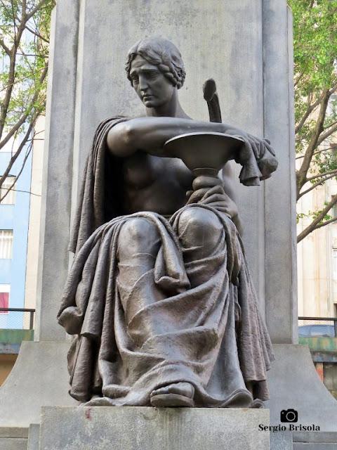 Close-up da Escultura Medicina - Praça Marechal Deodoro - Santa Cecília - São Paulo