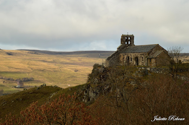 Eglise dans le Cantal en Auvergne