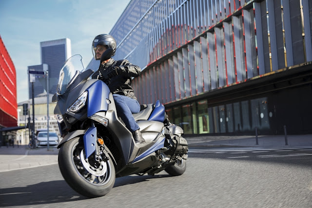 Yamaha-X-MAX-400-1