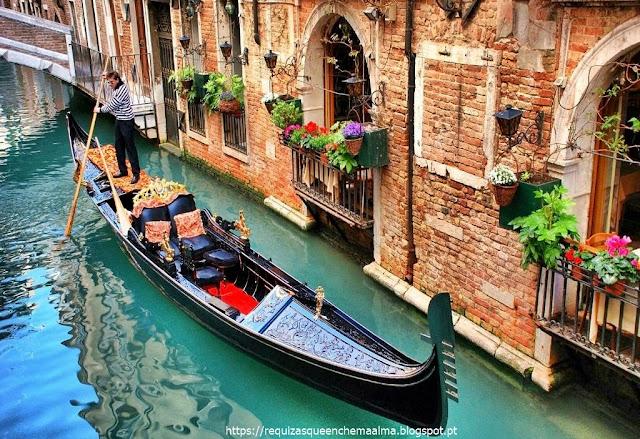 Gôndola no canal