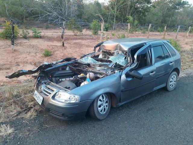 Condutor de Gol morre após colidir na traseira de caminhão carvoeiro