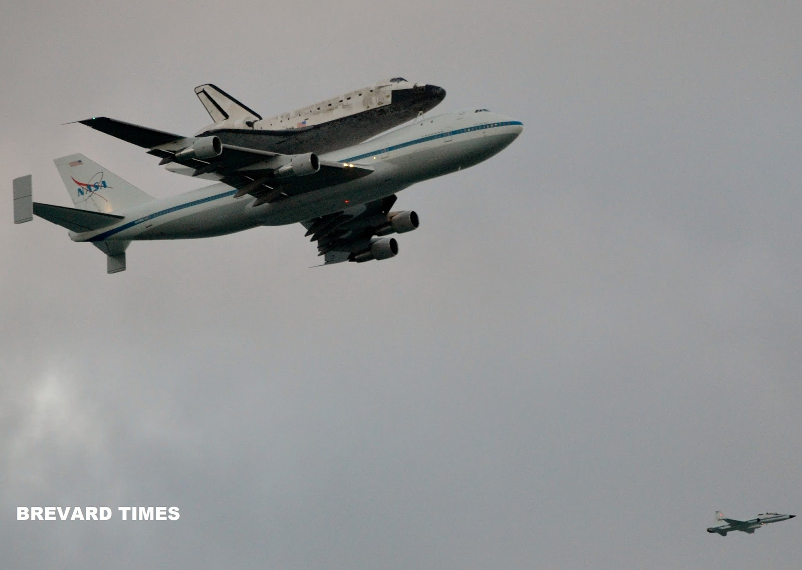 Space: 4 Years Ago: Space Shuttle Discovery's Last Flyby ...