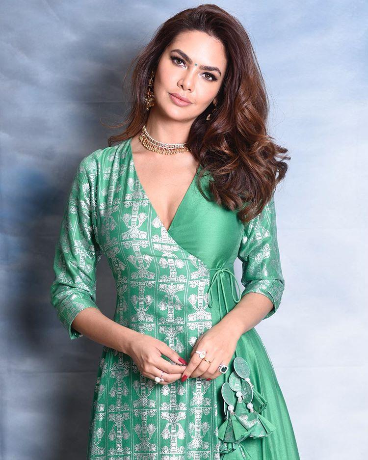 Actress Esha Gupta Top Photography