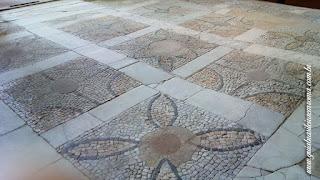 Santa Maria Antiqua decoracao pavimental Guia Roma Portugues - Igreja de Santa Maria Antiqua no Foro Romano