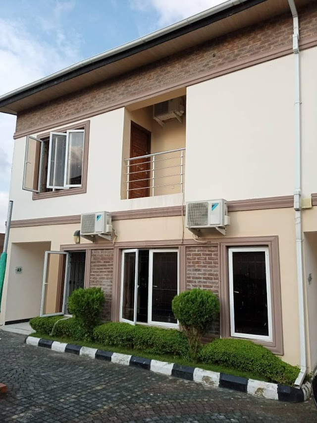 Still selling at oniru: Beautiful 5 Bedroom House with Swimming Pool
