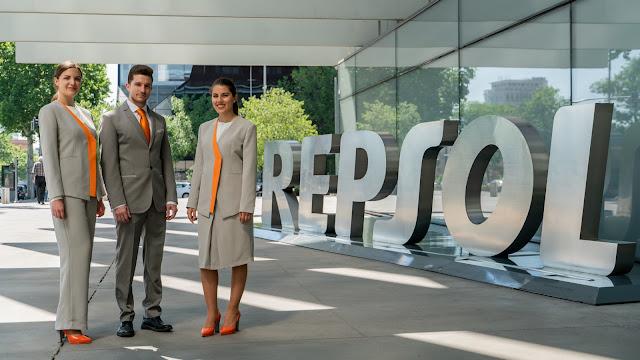 Ion Fiz, Repsol, moda española, Made in Spain, traje, vestido, vestido corto, uniforme, vestidos cóctel, uniforme azafata, uniformes de trabajo, traje hombre, trajes,