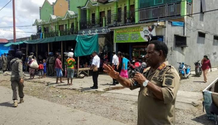 Warga Sorong Papua yang Masih Keluyuran Akan Dipukul dengan Rotan