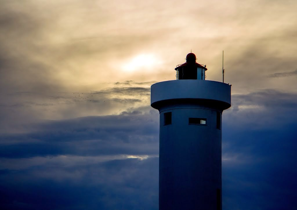 Copyright Vernon Chalmers Milnerton / Woodbridge Island Lighthouse - Different Views