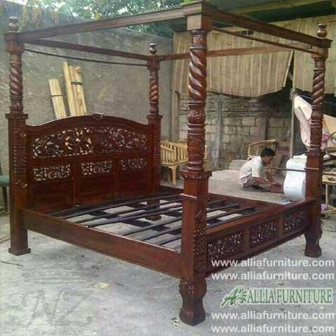 tempat tidur kanopi ukiran rahwana ratu