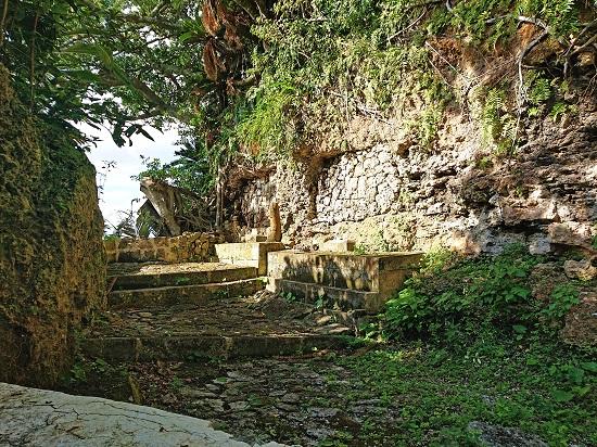 江洲グスク(江洲城跡) つきおやのろの墓の写真