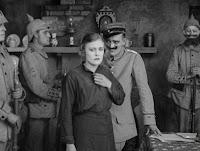 """Кадр из к/ф Чарли Чаплина """"На плечо"""" / Shoulder Arms (1918) - 20"""