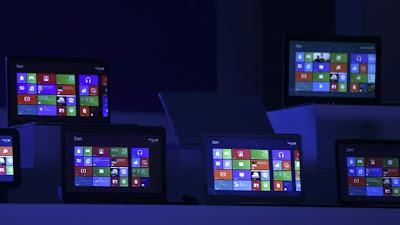 (CNN) — Actualizar al nuevo sistema operativo Windows 8 no es tan complicado como parece, a pesar del marketing confuso que Microsoft a veces tiene. Pero acostumbrarse a utilizarlo es algo completamente distinto. El sistema operativo más reciente de Microsoft finalmente salió a la venta la medianoche de este jueves. Con más de 1,000 millones de usuarios, Windows, de Microsoft, es la plataforma dominante de PC en el mundo. Este lanzamiento es un gran momento para la empresa, que intenta mantener a esos usuarios lejos de sus competidores más móviles. Te presentamos los básicos de Windows 8. ¿Qué es Windows