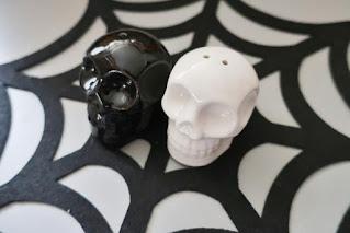 Inspiracje na Halloween solniczka i pieprzniczka czaszka z tigera
