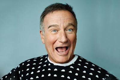 Biografi Robin Williams     Robin Williams merupakan salah satu aktor Hollywood yang sangat terkenal berkat berbagai macam film yang pernah dia mainkan. Robin Williams memiliki nama lengkap Robin McLaurin Williams yang lahir di Chicago, Illinois, Amerika Serikat pada 21 Juli 1951. Robin Williams meninggal dunia beberapa waktu yang lalu di Daerah Marin, California, Amerika Serikat pada 11 Agustus 2014 pada umur 63 tahun. Robin Williams adalah seorang aktor dan komedian Amerika Serikat. Robin Williams lahir di Chicago, Illinois dan dibesarkan di Bloomfield Hills, Michigan. Robin Williams mengawali karir aktingnya dengan berperan sebagai alien Mork dalam serial TV Mork & Mindy pada 1978–1982, diikuti oleh film layar lebar seperti Good Morning, Vietnam (1987), Awakenings (1990), Jumanji (1995), serta pengisi suara dalam film animasi Aladdin (1992). Robin Williams telah dinominasikan dalam tiga ajang Academy Awards dan meraih piala Oscar untuk kategori Aktor Pendukung Terbaik dalam film Good Will Hunting (1997).      Robin Williams memulai film pertama ketika berakting di Popeye dan The World According to Garp yang termasuk film gagal, tapi ketika di Good Morning, Vietnam dia mulai memantapkan diri di mata penggemarnya. Kebanyakan perannya adalah komikal (seperti The Birdcage dan Mrs. Doubtfire). Perannya