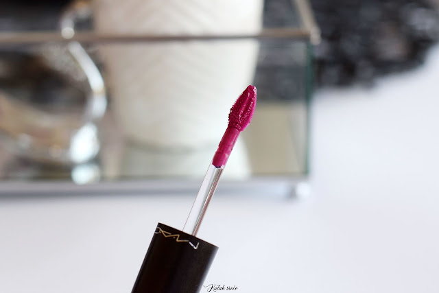 kutak-srece-mac-cosmetics-retro-lipstick-tailored-to-tease-notino_hr