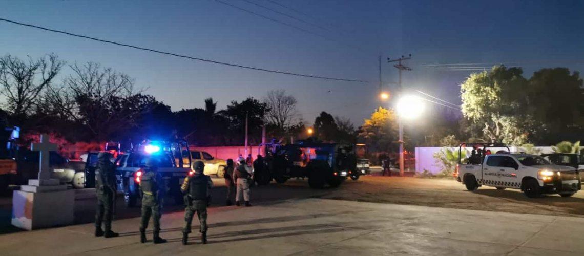 Policías en Sinaloa se topan con Convoy de Sicarios de frente y estos los amedrentan