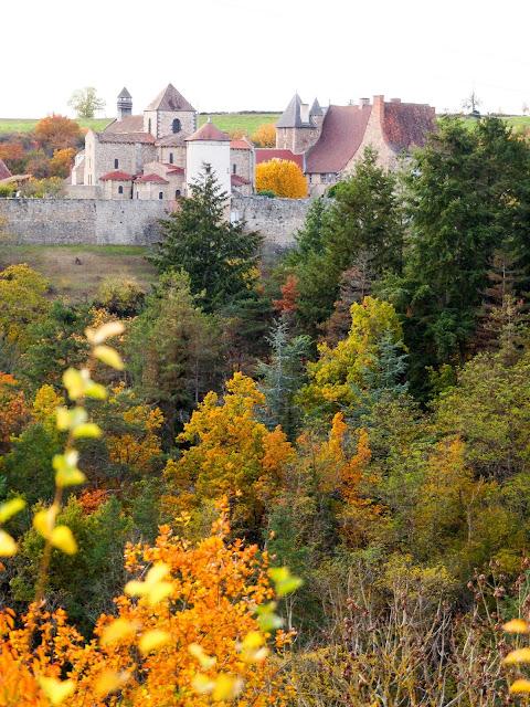 Abbaye de Chantelle en automne