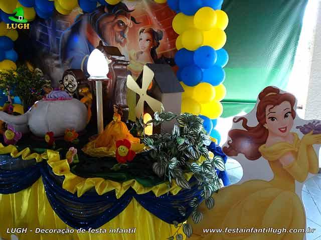 Mesa temática A Bela e a Fera - decoração de festa infantil