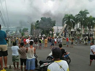 hari senin (19/8/2019) terjadi kerusuhan di Manokwari yang berujung pada pembakaran kantor DPRD dan bendera merah putih