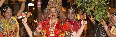 Fête du nouvel ans tamoul avec tenue traditionnelle hindouiste