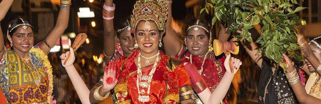 Festivité du nouvel tamoul avec tenue traditionnelle hindouiste