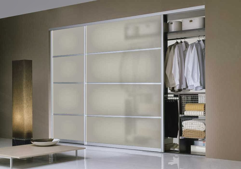 Closet Door with Modern Minimalist Design