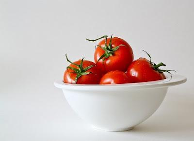 tomat, buah-buahan, sayur-sayuran, manis, tergolong, biji0bijian, ciri-ciri