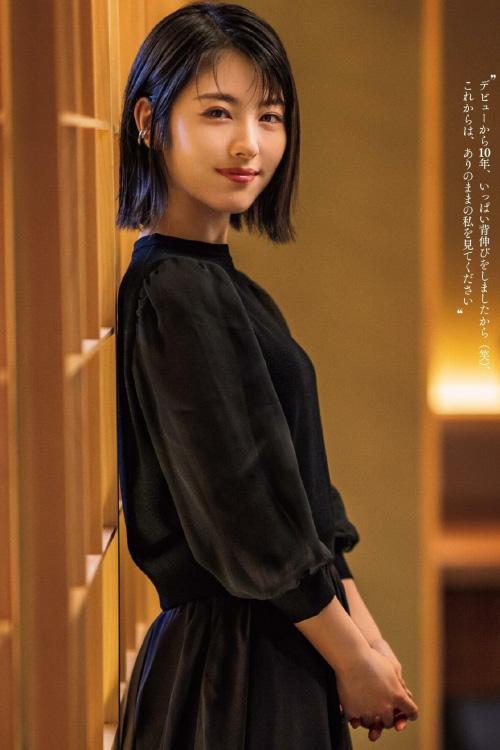 Minami Hamabe 浜辺美波, Tokyo Calendar 2021.03