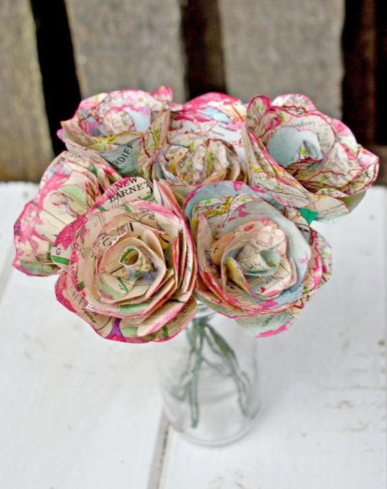 make a bouquet of roses using upcycled maps
