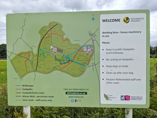 The official sign inviting walkers to use the Manor Walk