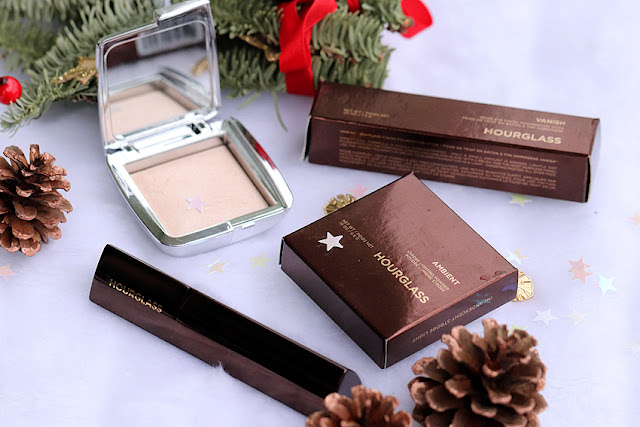 ultrarozświetlający puder do twarzy Hourglass Ambient Strobe Lighting Powder Iridescent Strobe Light, HOURGLASS Vanish Seamless Finish Foundation Stick Podkład w sztyfcie sand