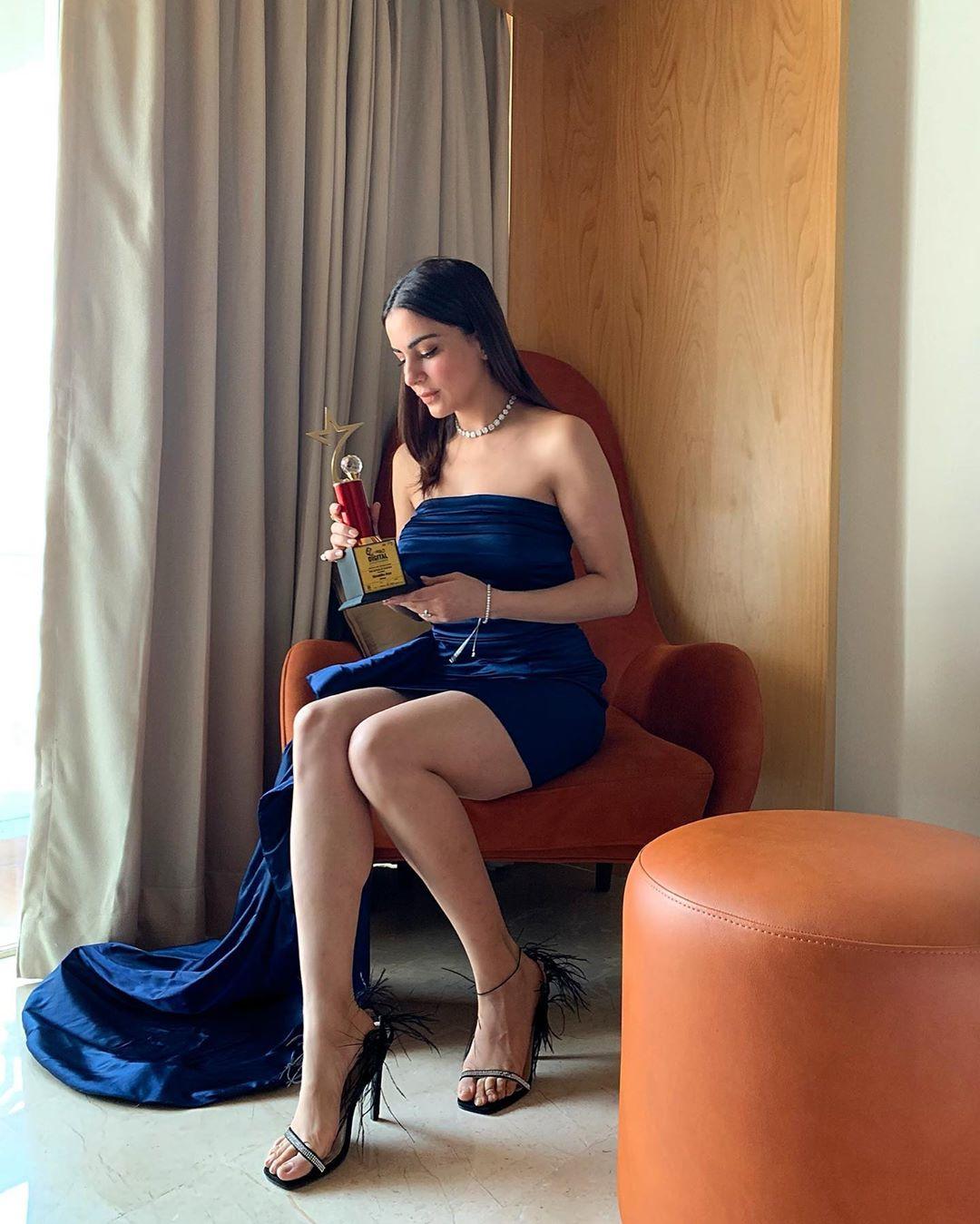 shraddha-arya-wins-best-actress-award