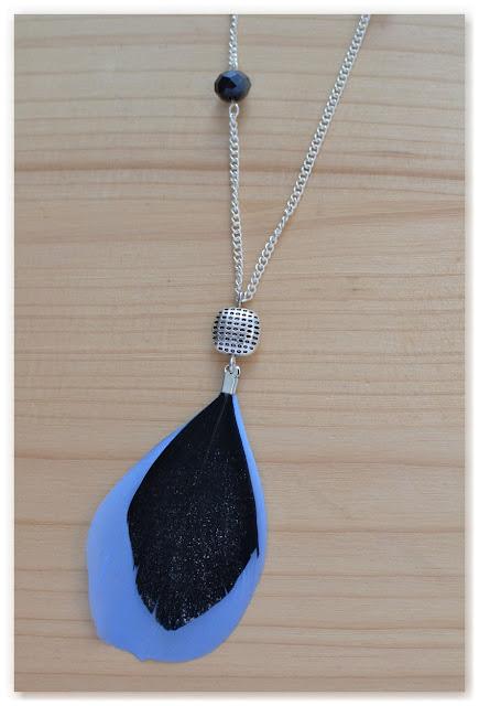pendentif argenté noir et bleu