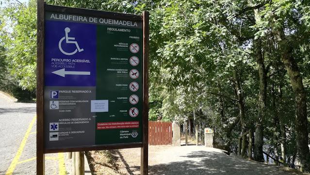 Placa informativa da Albufeira de Queimadela