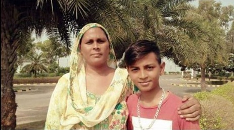 Aftab Singh with his mother photo
