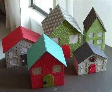 Mini casinhas que podem ser em papelão com retalhos coloridos